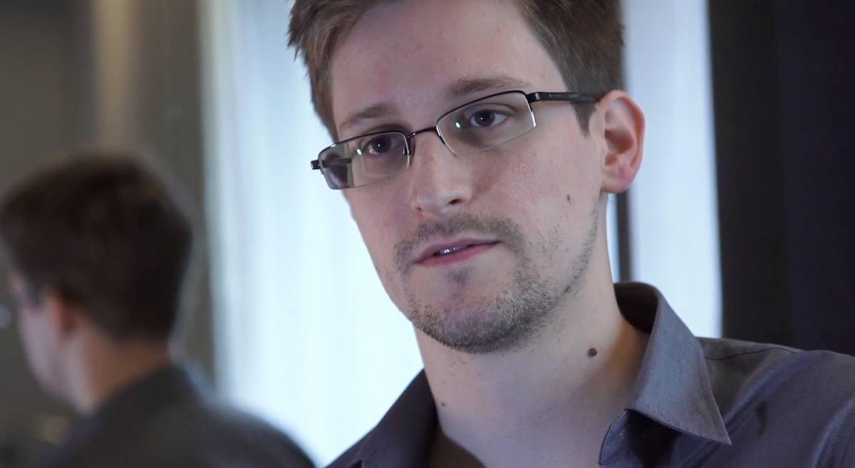 Edward Snowden says he has no relationship with the Russian government.