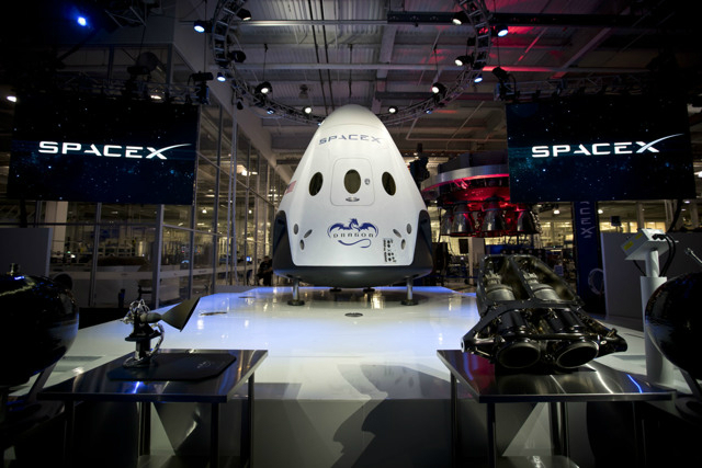 Space X Dragon V2 unveilled by Elon Musk