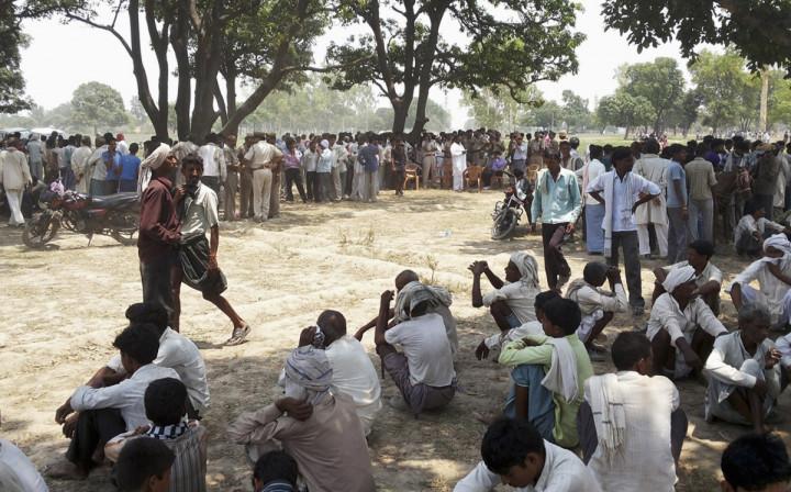 India Dalit Girls Gang-Rape Graphic Photo Murder Cousins Hung Mango Treee