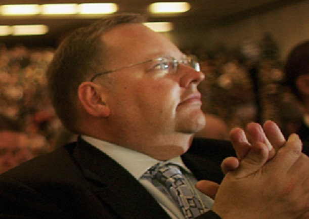 Lord Rennard has apologised for invading the 'personal space' of some women