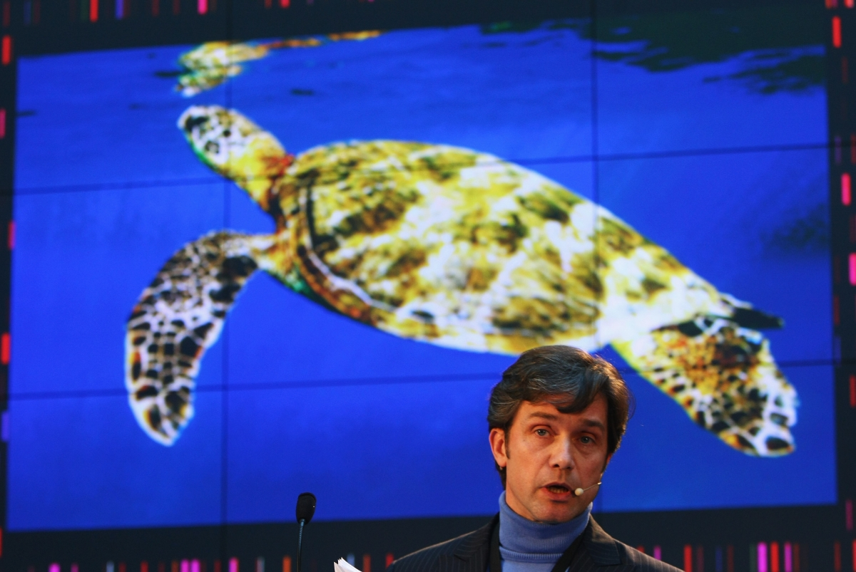 Fabien Cousteau plans to break his grandfather's Jacques-Yves Cousteau underwater record