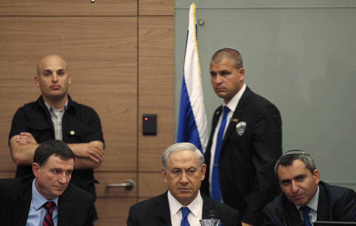srael's Prime Minister Benjamin Netanyahu (C)