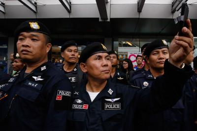thailand police selfie