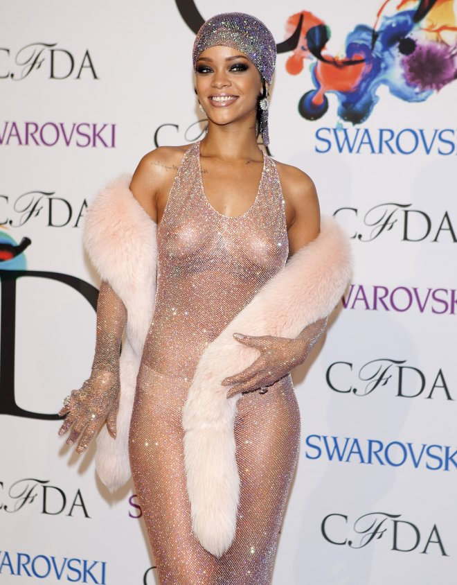 Rihanna arrives for the Council of Fashion Designers of America (CFDA) Awards at Lincoln Center in New York June 2, 2014.