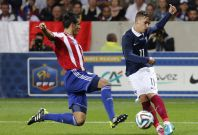 France\'s Antoine Griezmann (R) challenges Paraguay\'s Victor Caceres during their international friendly soccer match at the Allianz Riviera soccer stadium in Nice, June 1, 2014.