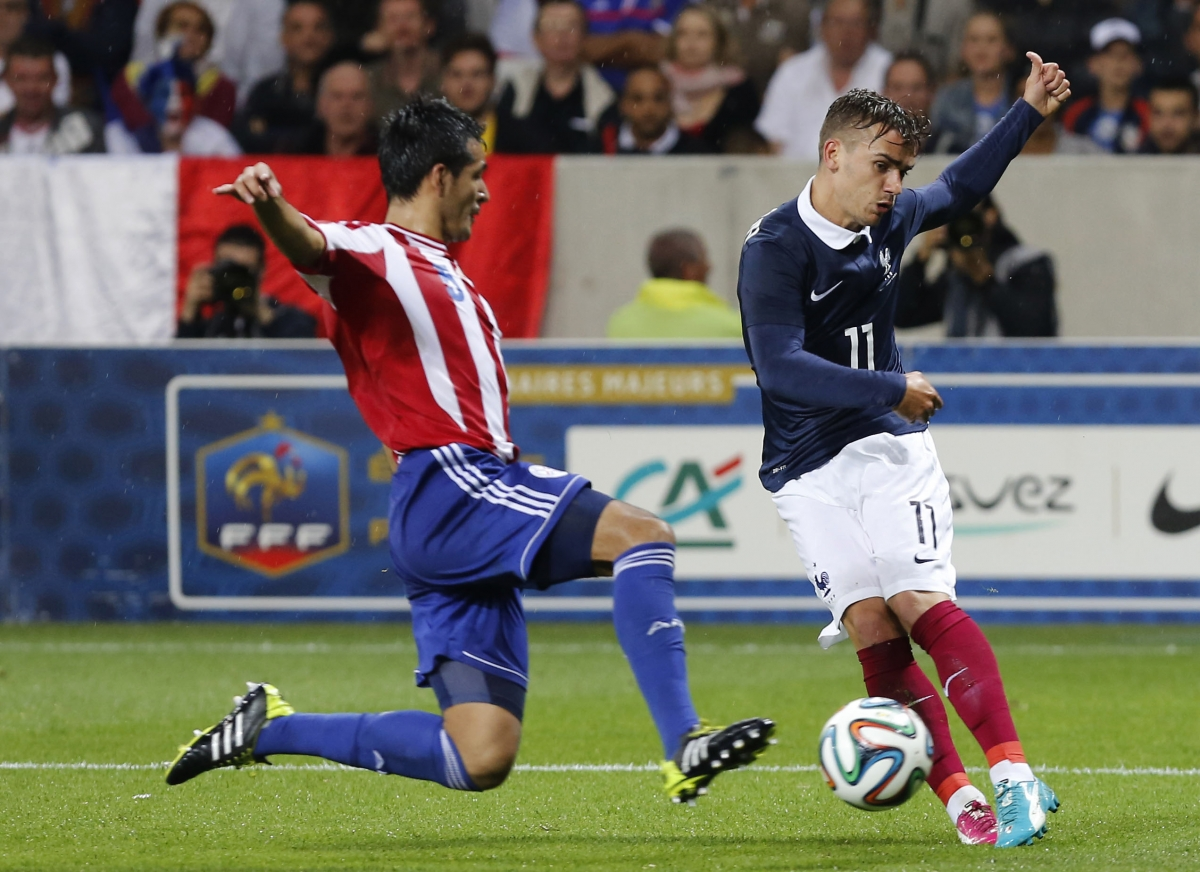 France's Antoine Griezmann (R) challenges Paraguay's Victor Caceres during their international friendly soccer match at the Allianz Riviera soccer stadium in Nice, June 1, 2014.