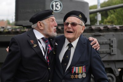 d day anniversary world war ii veterans meet for the first time in