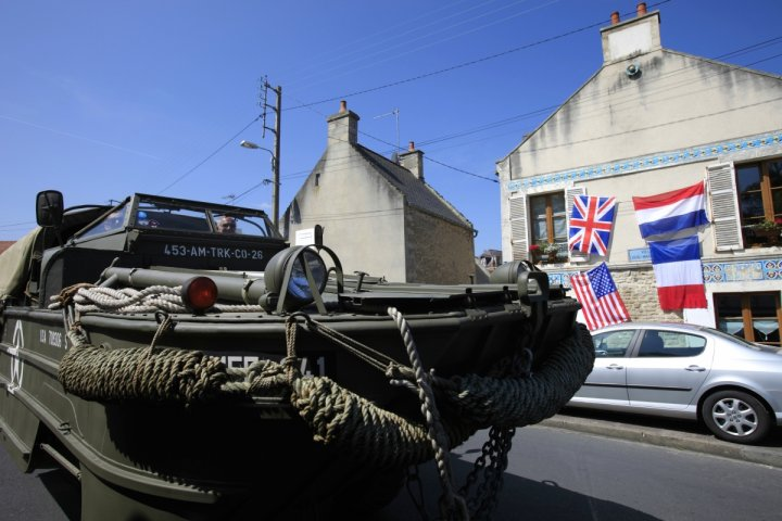 D-Day 70th Anniversary: How Floating Tanks and Crashing