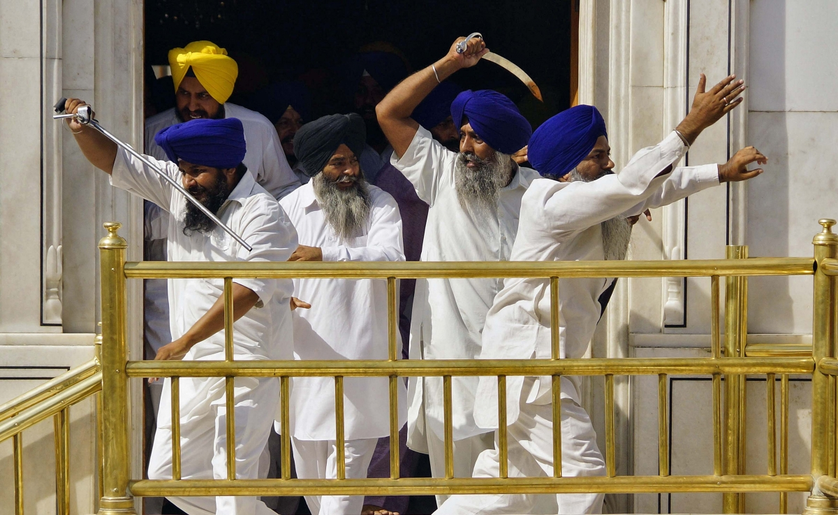 Sword-wielding Sikhs Clash Inside India's Golden Temple