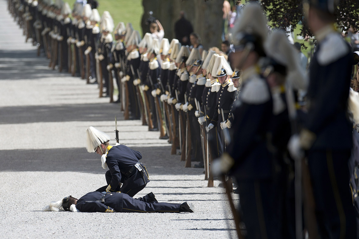 fainting soldier