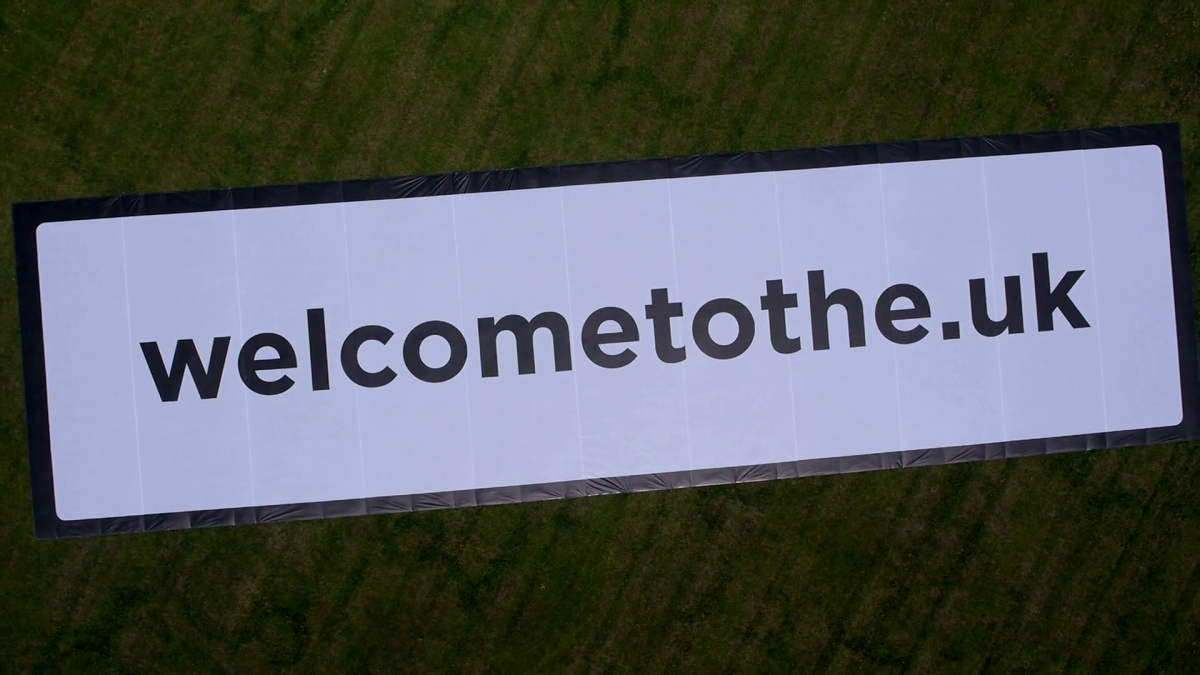 World's Largest Welcome Sign Unveiled at Heathrow