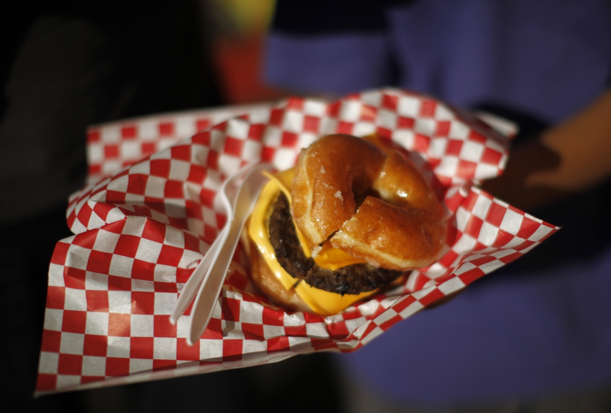 How Companies Use Soaked Tampons and Shoe Polish on Burgers to Mislead Consumers