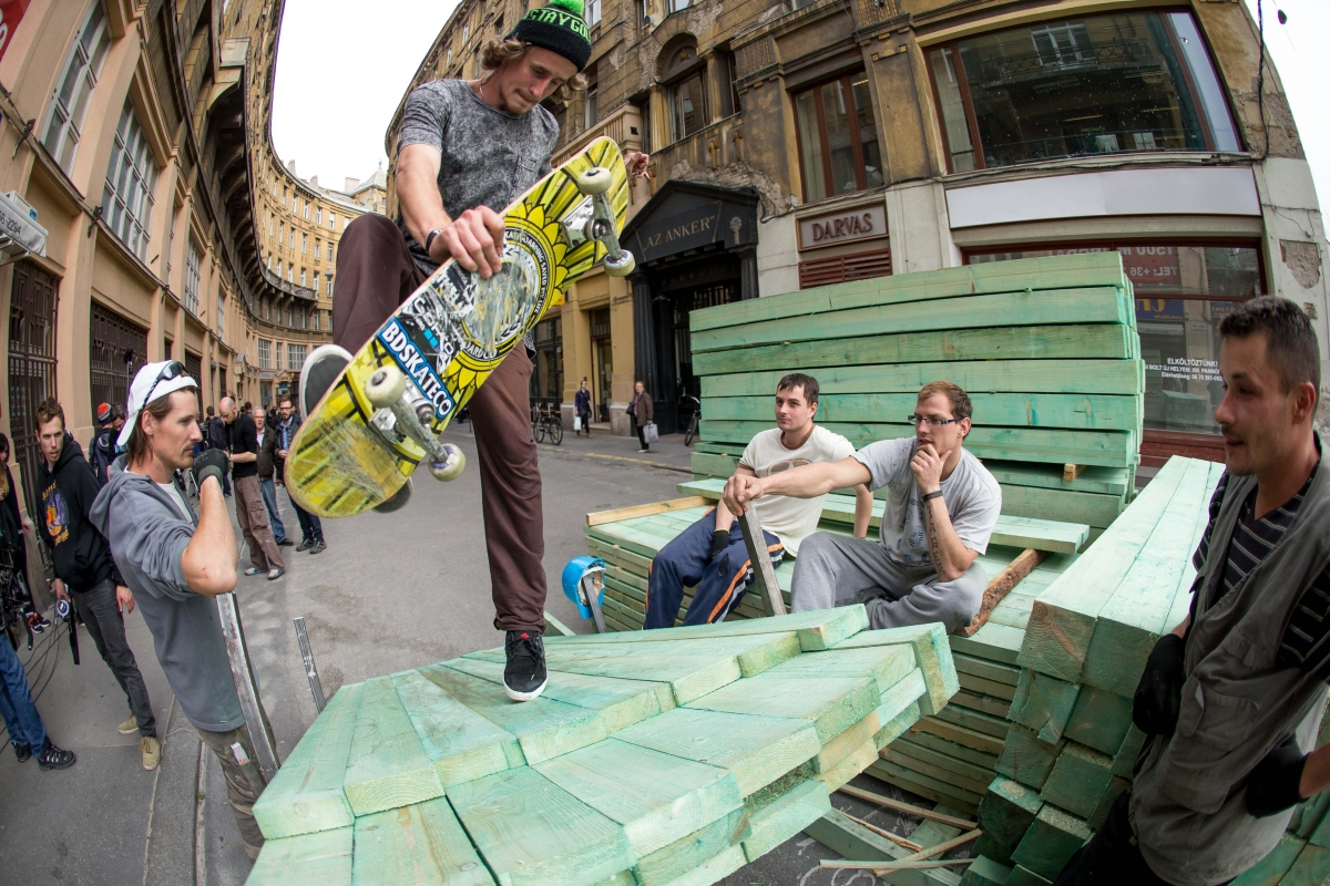 Skateboarder Balázs Jassek works with Vodafone to highlight monuments and landmarks in Hungary's capital city