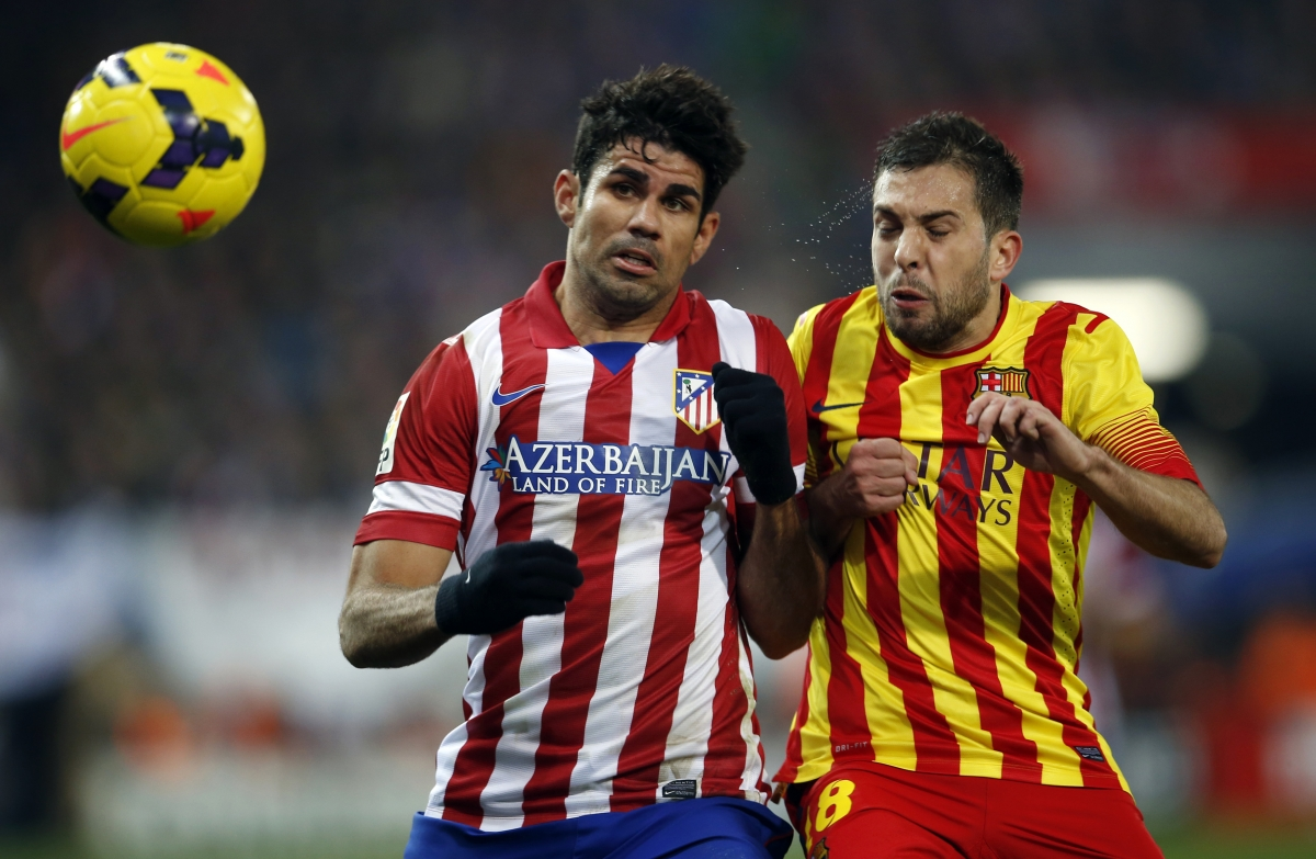 Atletico Madrid's Diego Costa (L) and Barcelona's Jordi Alba fight for the ball during their Spanish first division soccer match at Vicente Calderon stadium in Madrid January 11, 2014.