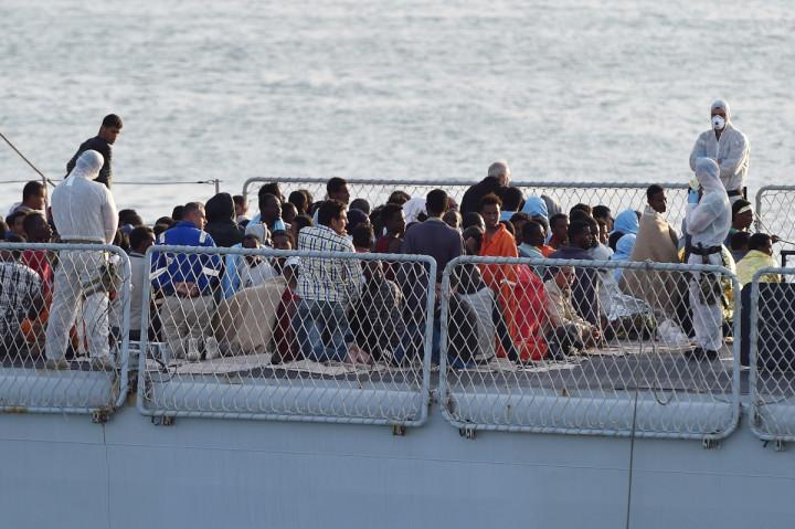 Italy Boat Migrant Tuberculosis navy