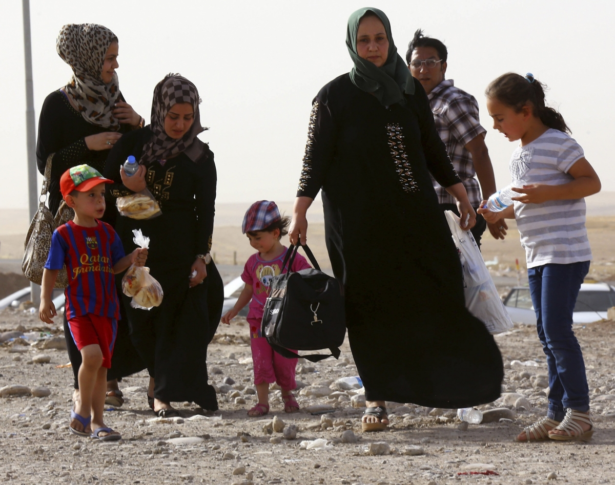Families Flee Iraq's Mosul after ISIS gains