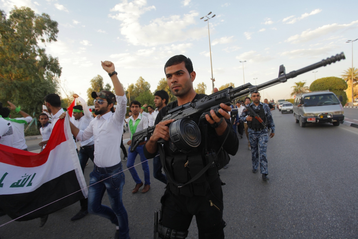 Tens of Thousands of Iraqi Civilians Up in Arms against Isis Militants Siege