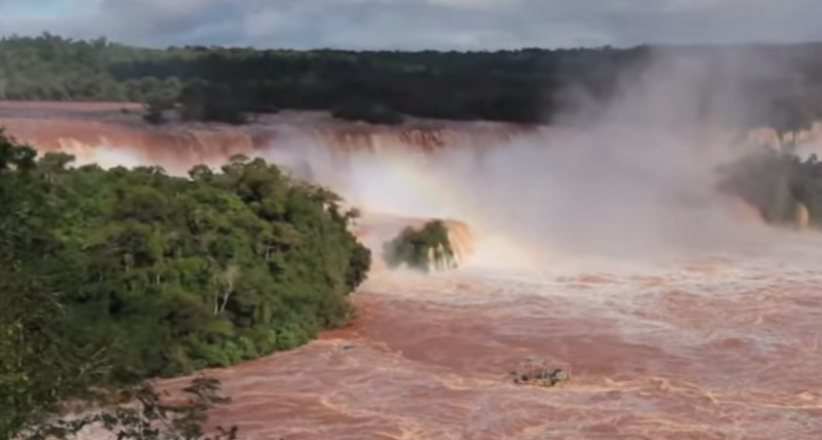 Iguazu waterfall biggest flow record