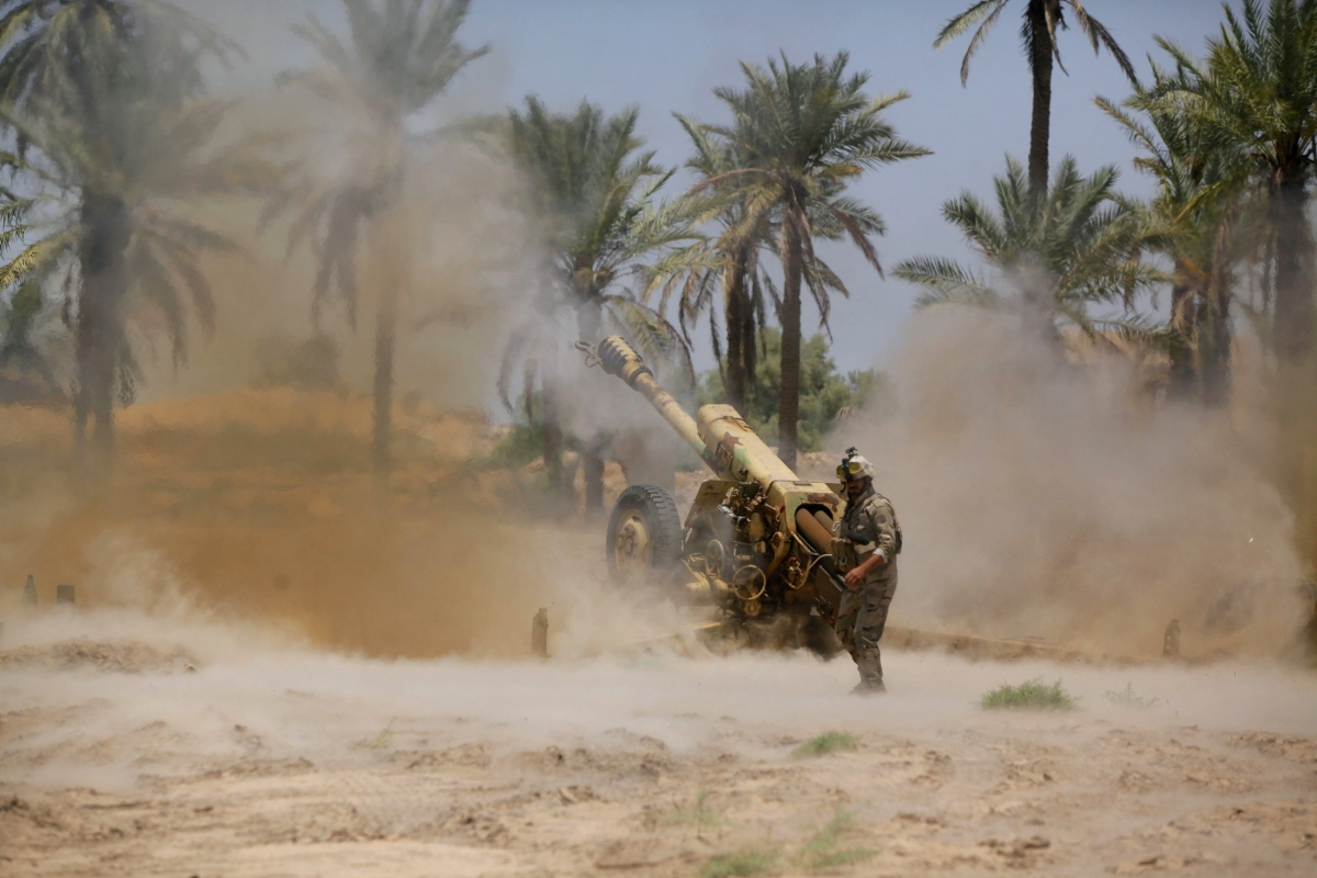 Iraqi Forces Launch Air Strikes Against Militants