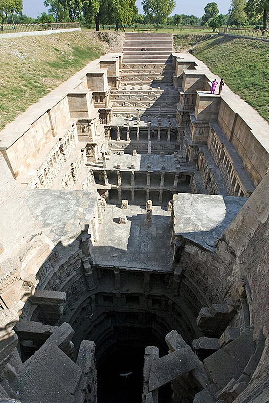People stand on the edge of The Ran Ki Vav Stepwel, said to have been constructed by  Udaimati, The Queen of Bhim Deva, 1022 to 1063