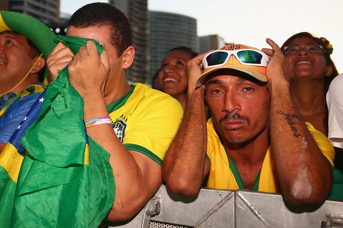 Shoulders Brazil world cup fans