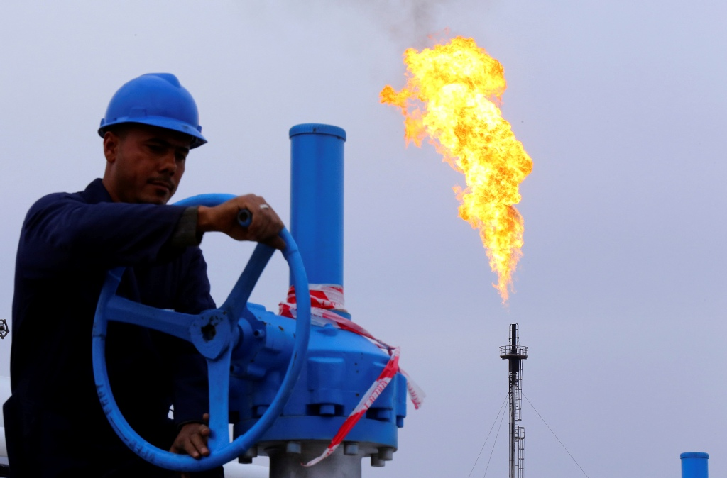 Oil Futures Hover Near Nine-Month Highs as US Mulls Air Strikes in Iraq