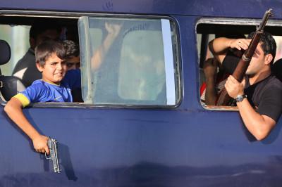 iraq volunteers boy gun