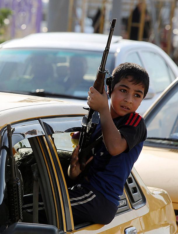 iraq boy gun