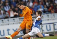 Real Madrid\'s Gareth Bale fights for the ball with Real Sociedad\'s Inigo Martinez during their La Liga soccer match at Anoeta stadium in San Sebastian April 5, 2014
