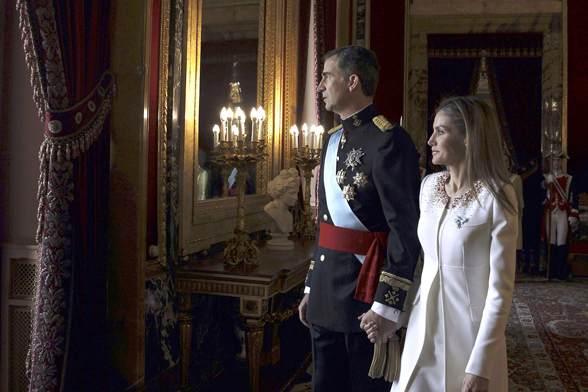 spain king felipe balcony