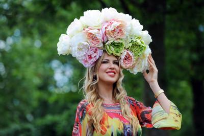 ascot hats roses