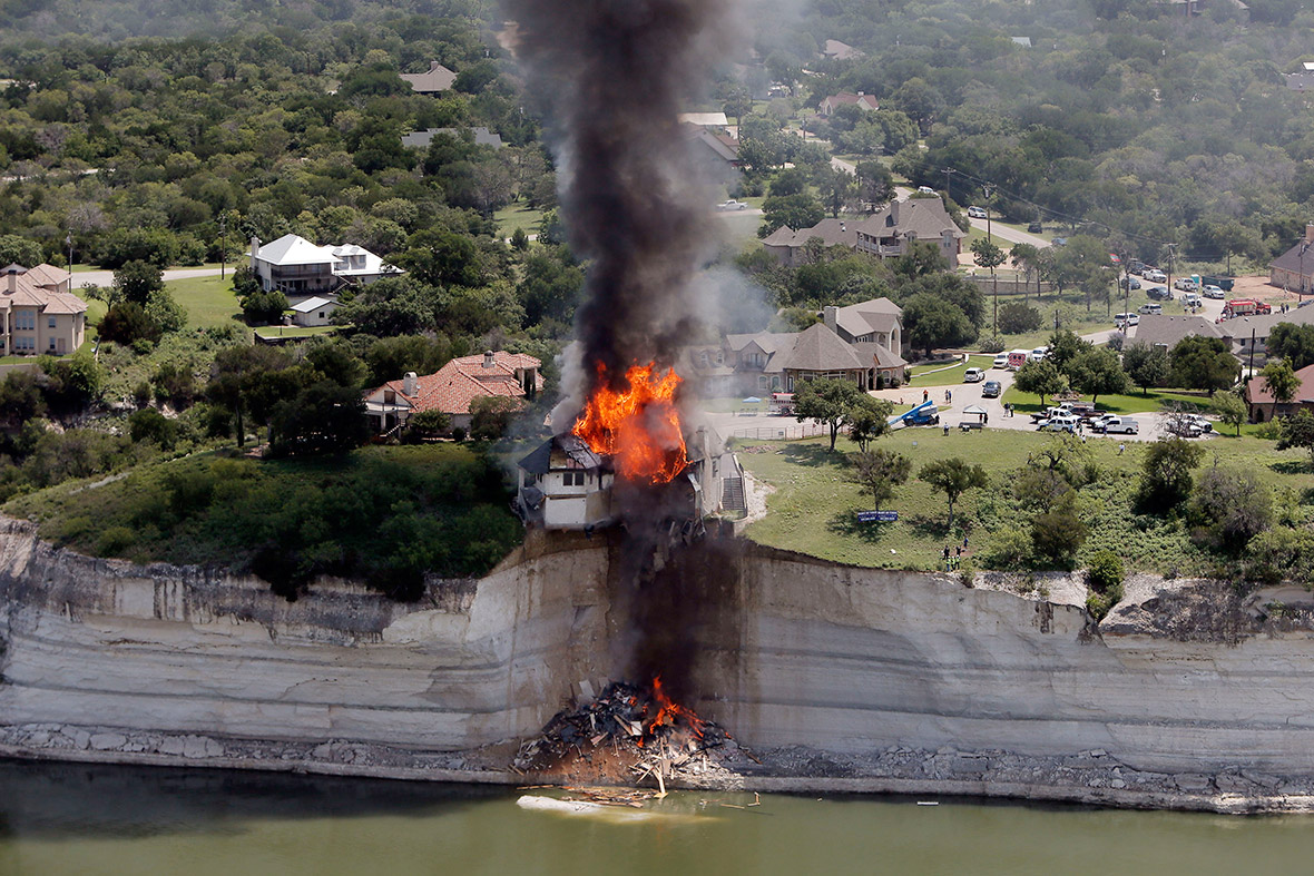 house cliff fire