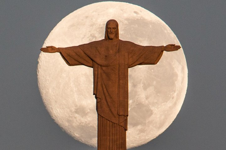 Christ the Redeemer full moon