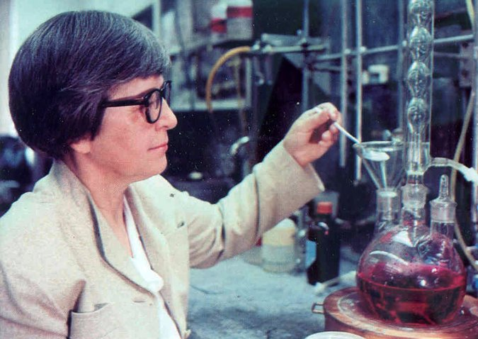 Stephanie Kwolek: Chemist who Developed 'Kevlar 'Stronger Than Steel' Body Armour Dies at 90