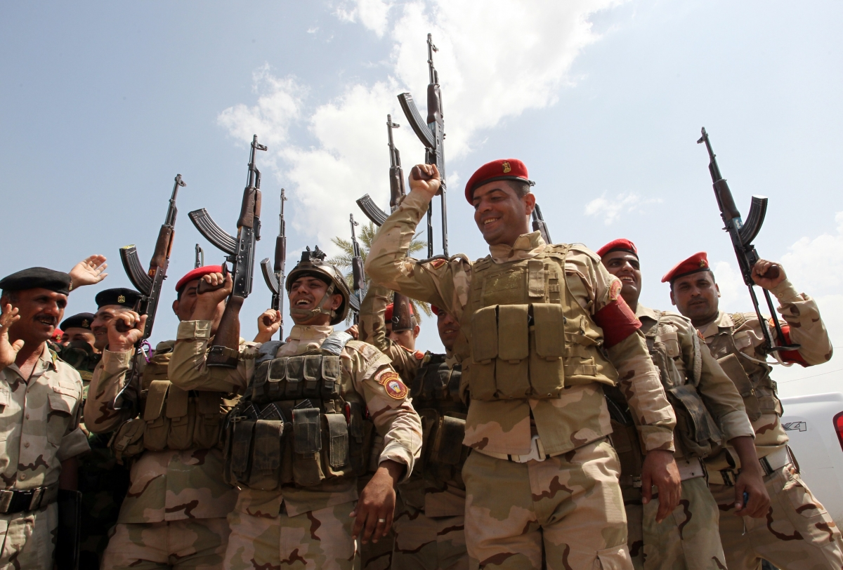 Iraq army chant slogans against ISIS