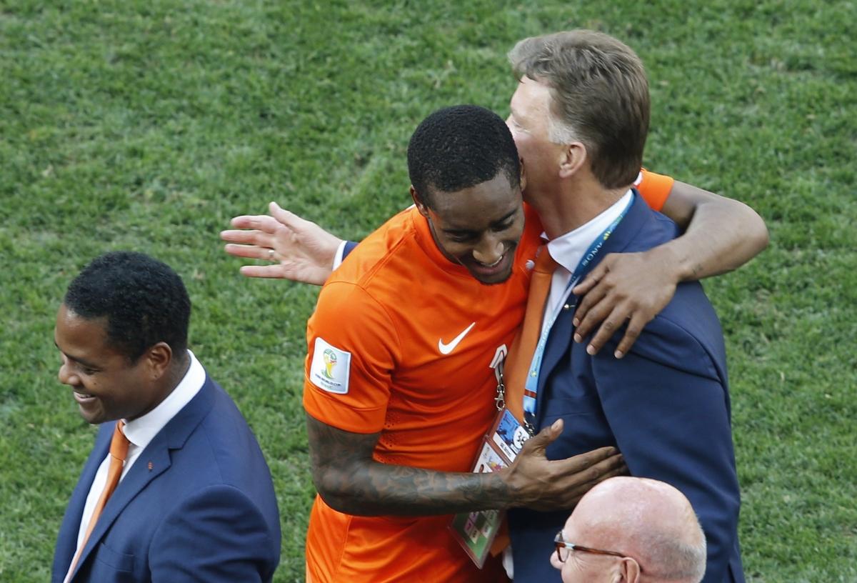 Netherlands Fans Celebrate as Dutch Secure Top Spot in Group B