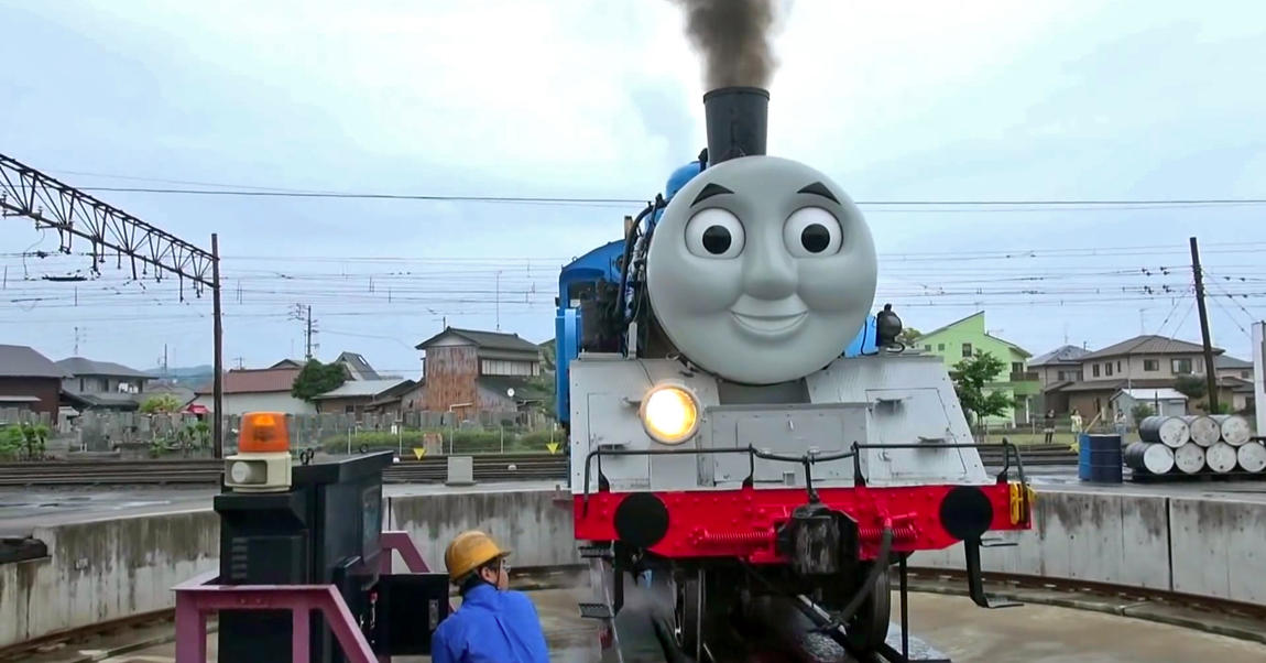 Thomas smiles as he turns on the railway turntable, watched by excited fans