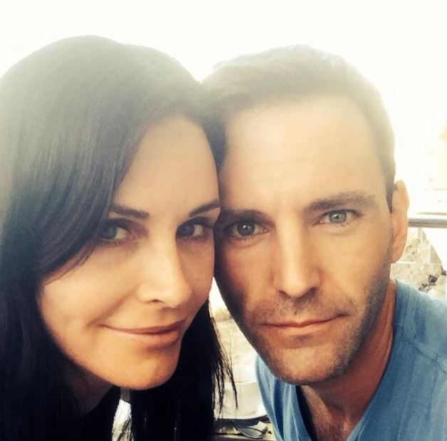 Courteney Cox confirmed her engagement to Johnny McDaid on Twitter.