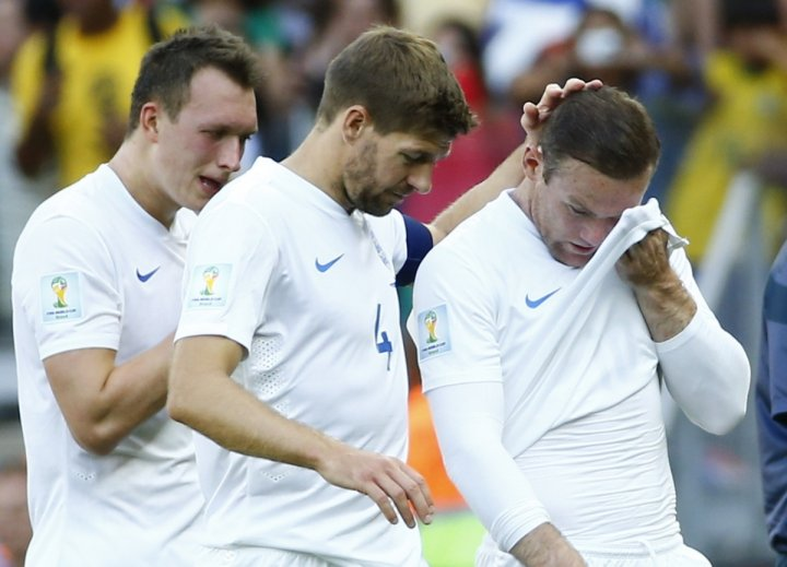 England's Phil Jones ,Steven Gerrard and Wayne Rooney react after the match against Costa Rica during their 2014 World Cup Group D soccer match at the Mineirao stadium in Belo Horizonte June 24, 2014