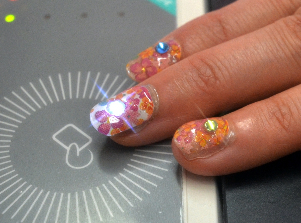 Lumi Deco Nails - false nail stickers that light up from NFC radio waves