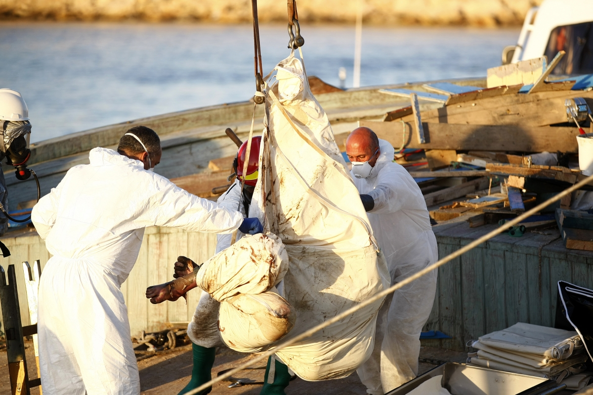 Italian Navy rescues 566 migrants Sicily 45 dead boat hold