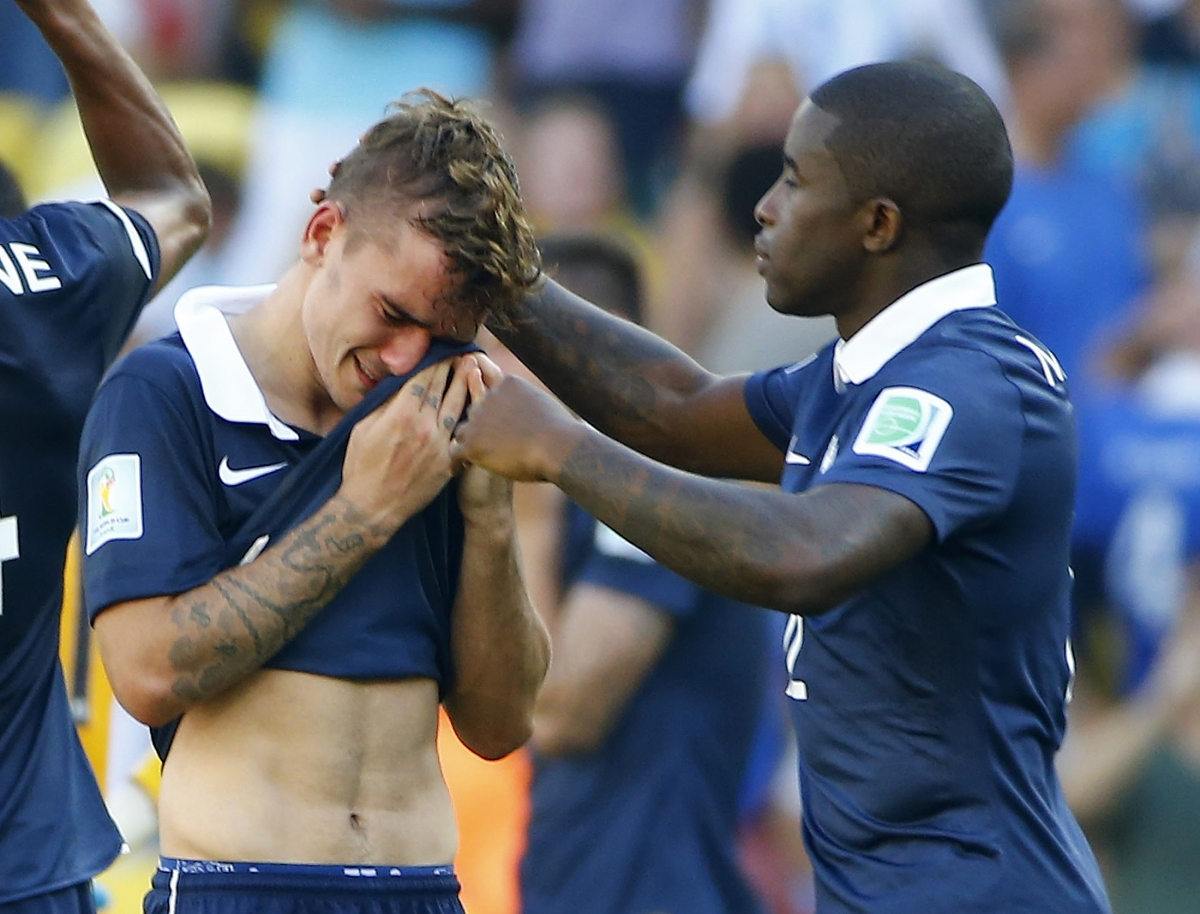 Fifa World Cup 2014: Pictures of  Crying Players on Field Goes Viral on Internet