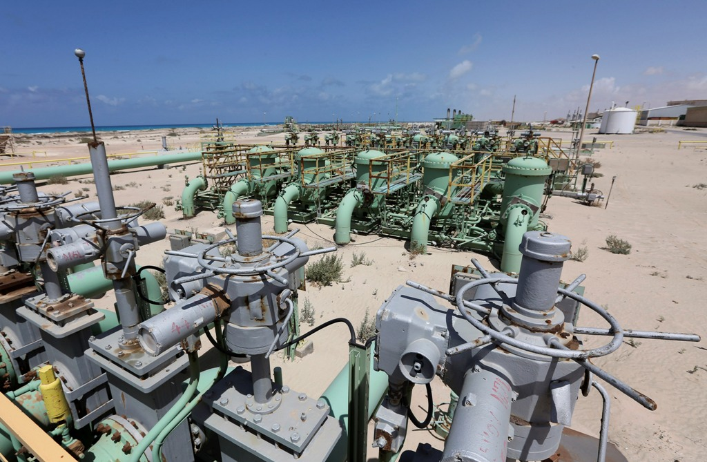 Oil Ends Lower on Signs of Rising Libyan Supply and Fading Iraq Fears