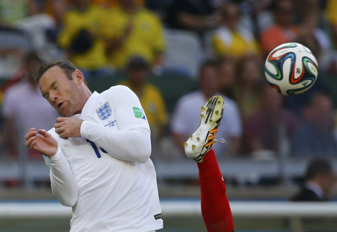 Not the most graceful of movers, England's Wayne Rooney (L) fights for the ball with Costa Rica's Junior Diaz during their 2014 World Cup Group D soccer match