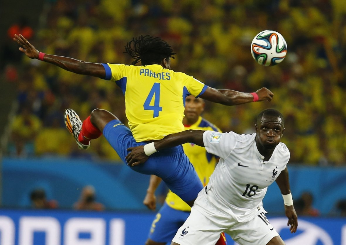 France's Moussa Sissoko (R) is full of puff during the match at the Maracana stadium in Rio de Janeiro