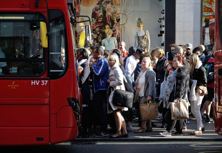 Shoppers in London's Oxford Street (Getty)