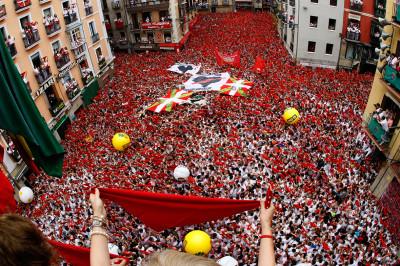 chupinazo crowd