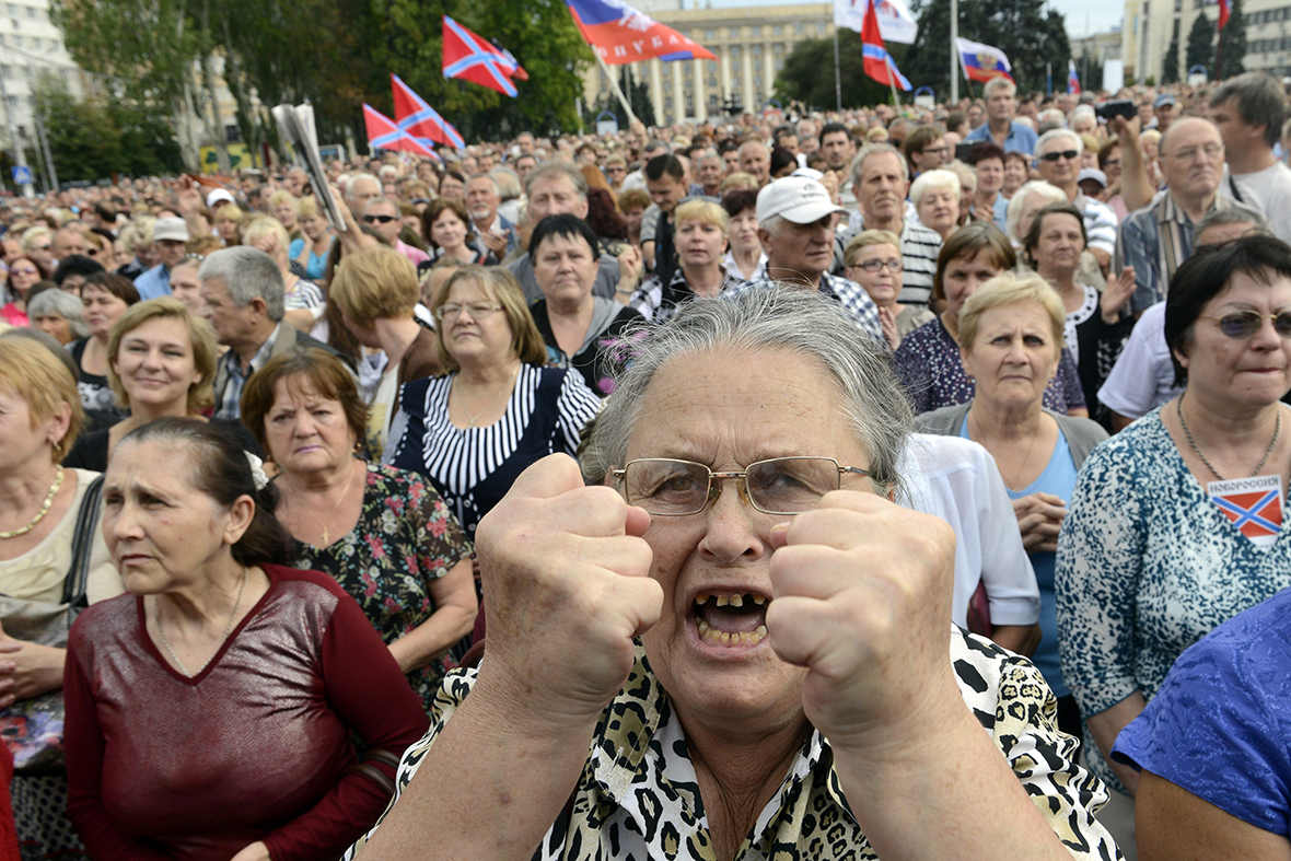 donetsk crowd