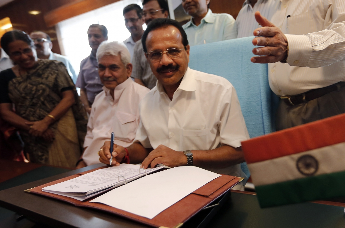 India's Railway Minister Sadananda Gowda (C) poses after giving the final touches to the railway budget for the 2014/15 fiscal year