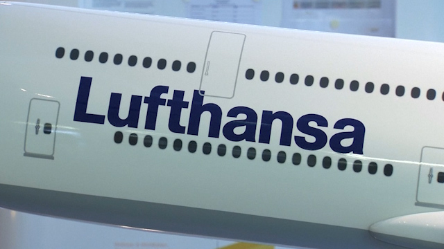 Lufthansa Eyes No-Frills Long Haul in New CEO's Revamp